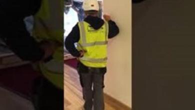 Photo of فيديو.. عامل بناء يدمر بهو فندق بحفار بعد تأخر راتبه