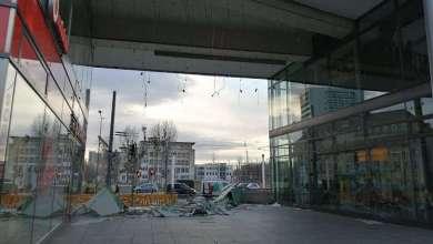 Photo of شاهد سطح مبنى يطير ويسقط فوق سائق
