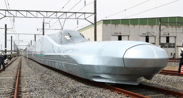 اليابان تكشف عن أحدث قطار تبلغ سرعته 360 كيلومترا في الساعة