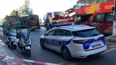 Photo of إلقاء القبض على سائق حافلة بباريس بعد سحقه أحد السائقين 
