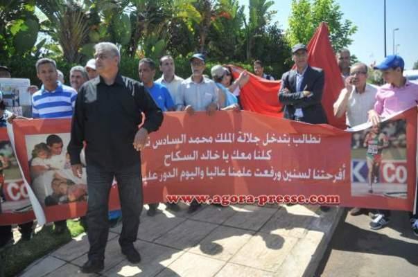 Photo of بوطيب وحيسو وبن شريفة يحتجون أمام سفارة النرويج ويطالبون السلطات الفرنسية بالإفراج عن السكاح