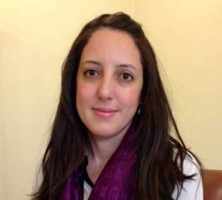 Photo of Une femme à la tête de Ynna Holding
