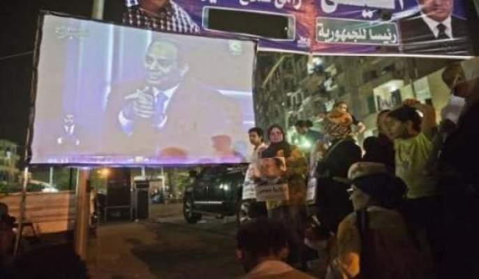 Photo of السيسي يطالب المصريين بالعمل والصبر