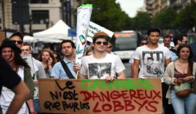 Photo of تظاهرات في مدن فرنسية تطالب بتشريع الحشيشة