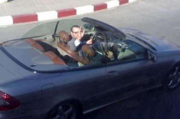 Photo of صورة : الملك رفقة إثنين من أصدقائه يجوب شوارع تطوان   (صورة داخل المقال)