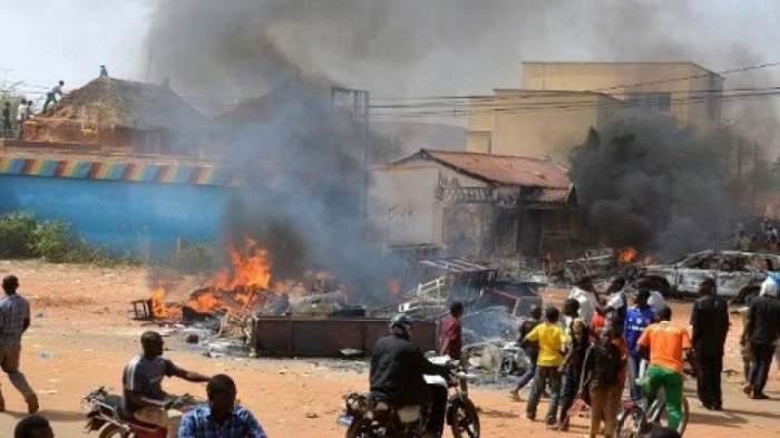Photo of النيجر: حرق 3 كنائس خلال مظاهرة احتجاجية ضد رسومات شارلي
