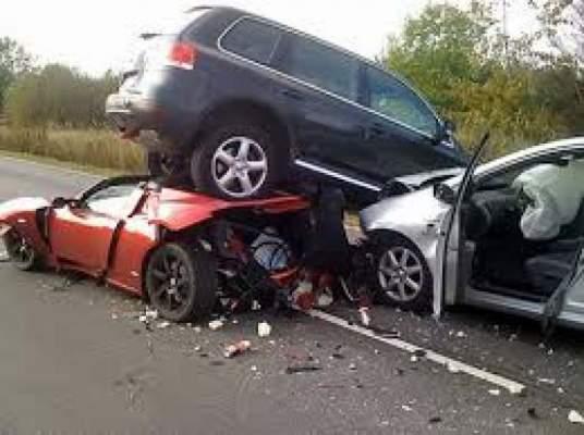 Photo of حادثة سير بين سيارتين لتهريب السلع تودي بحياة ثلاثة أشخاص بأصيلة