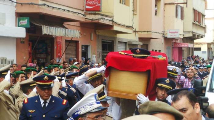 Photo of بالصور .. وصول جثمان الملازم الطيار ياسين بحتي الى منزله بالدار البيضاء