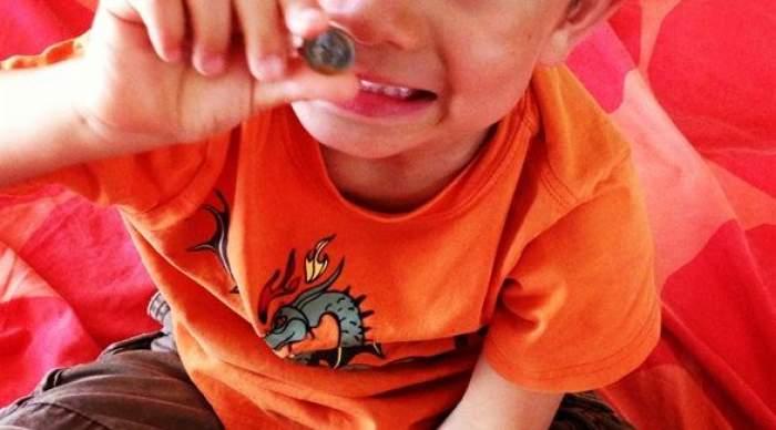 Photo of إجراءات السلامة مع طفلك عند ابتلاع الأجسام الغريبة