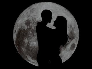 amarsi-sotto-una-luna-immensa