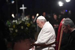 Resultado de imagem para O Papa: Vergonha por um mundo devorado pelas guerras e pelo lucro