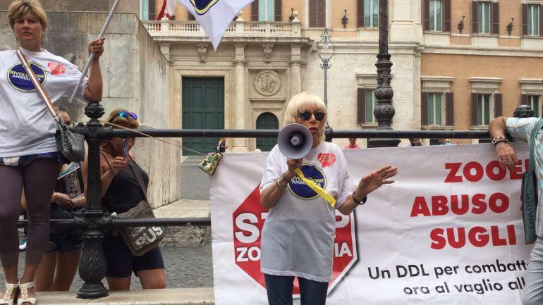 "Legittima difesa, Caramanica (RA):""Ministro Centinaio avalla strage lupi"""