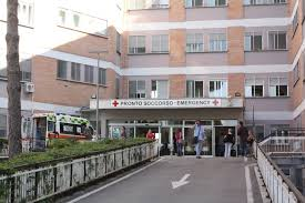Latina. Neonato ingerisce droga, corsa in ospedale per salvarlo
