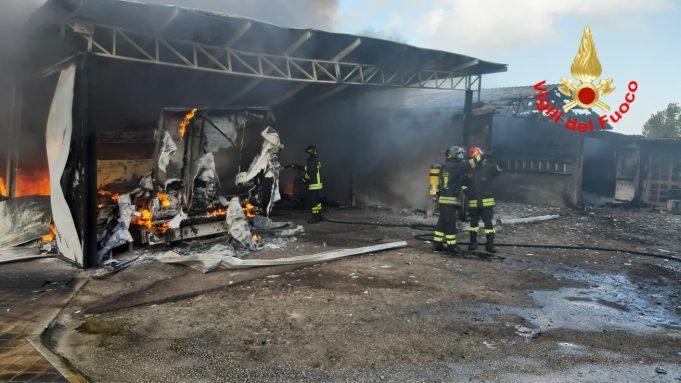 Sabaudia. Incendio devasta azienda agricola