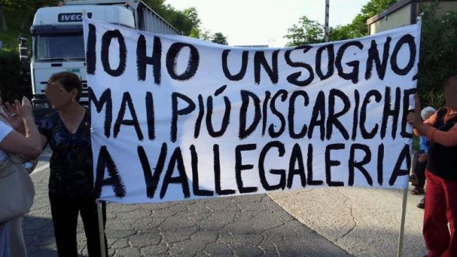 """Rifiuti Roma.  """"Da cittadini No più forte a discarica Monte Carnevale"""""""