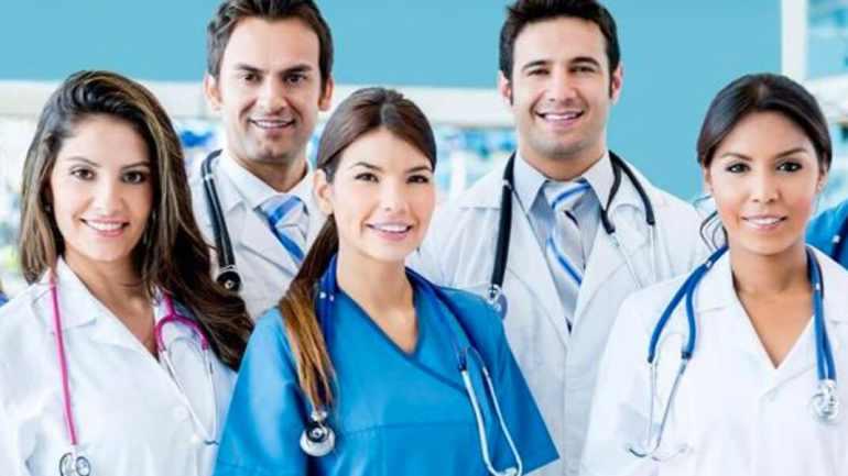 """Professioni sanitarie: """"Il lavoro più bello del mondo è diventato quello più pericoloso"""