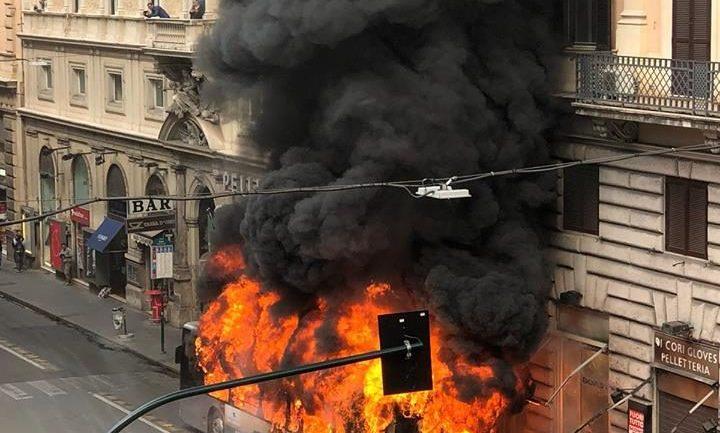 """Atac, Palozzi (Cambiamo):""""Ennesimo bus a fuoco, Raggi riferisca"""""""