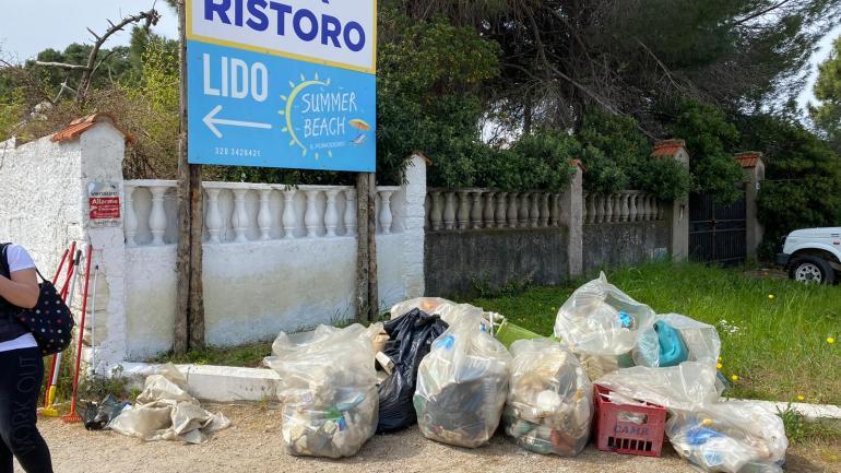Successo per la quinta giornata ecologica a Fondi: ripulite le spiagge del Salto