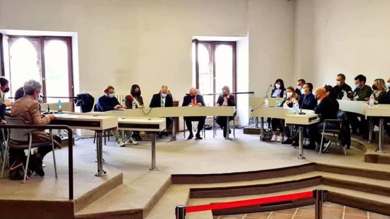 Insediato ufficialmente il nuovo Consiglio Comunale. Presentata la nuova Giunta. Presidente del Consiglio Roberto Antonini; vicepresidente Domenico Pucci