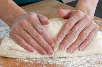 Pizza a casa per tutti!!…impastiamo a mano