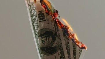 Le Bitcoin est une arnaque, mais le Dollar pas du tout !
