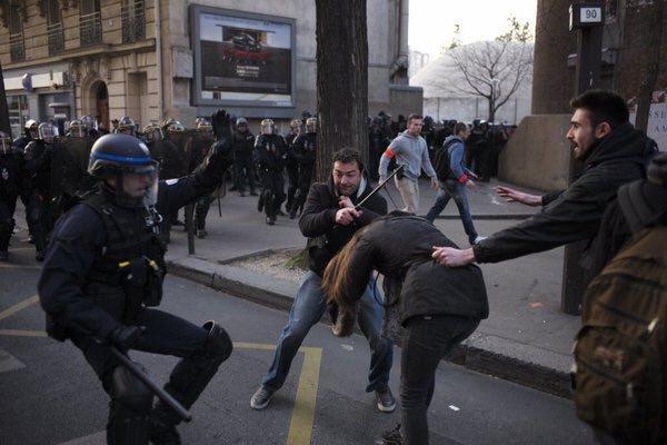 Manif 17 mars Jeune femme agressée par 2 flics