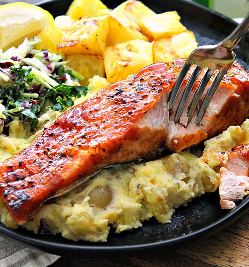 air fryer salmon filet on a plate