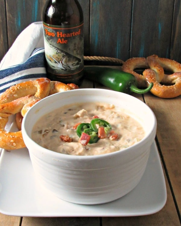 Spicy Beer Cheese Dip: delicious creamy sharp cheddar dip infused with the flavors of crispy bacon, jalapeno, green chilies and beer.