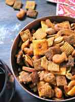 buffalo ranch sanack mix ~ spicy blend of cereal, nuts, Goldfish pretzels and melba toaste in a buffalo-ranch sauce.