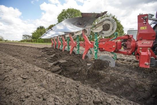 Travail du sol pour l'installation de la betterave à sucre au Maroc