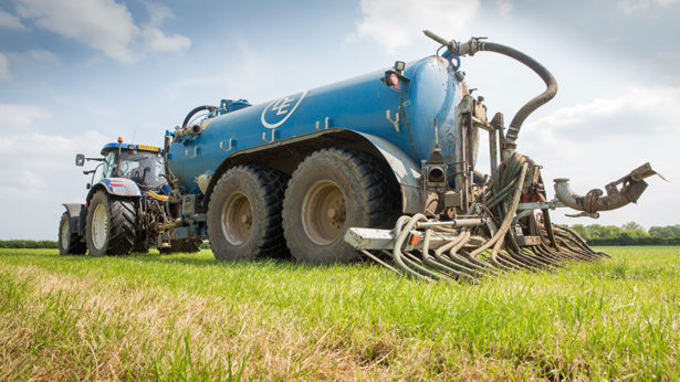contractors-apply-slurry-on-a-dairy-farm