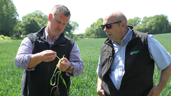 Neil-Harper-agronomist-Agrii-and-Terry-Metson-farm-manager-FGS-Agri