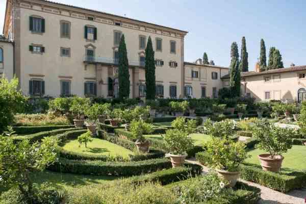 La Villa è circondata da uno splendido giardino all'italiana che comprende un antico impianto di irrigazione