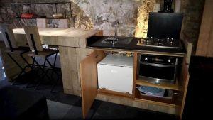Forno e lavastoviglie nella cucina dell'appartamento Angolo Di Papà Gigi