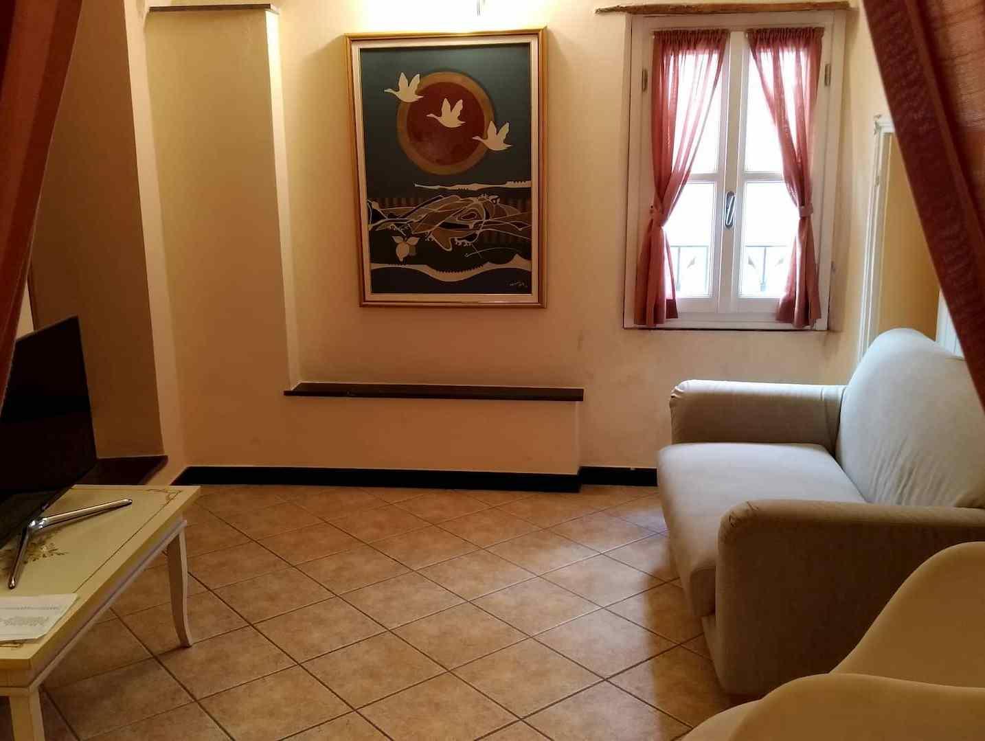 La sala di casa Clementi vista dalla tenda dei 2 letti singoli