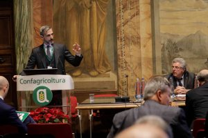 AgroNetwork News - Le politiche industriali di Coca-Cola e il suo impegno di responsabilità sociale sono stati illustrati da Giangiacomo Pierini.