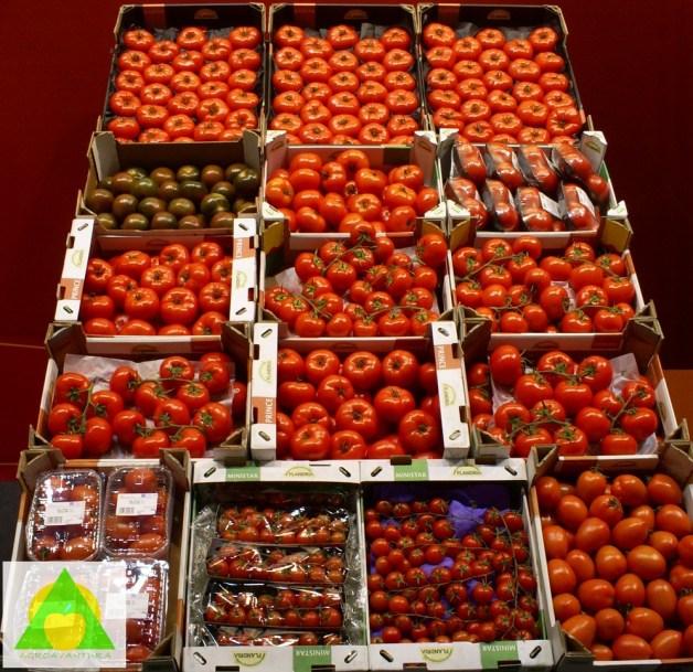Najkraće rečeno, osobine kojima se može opisati i oceniti kvalitet voća i povrća su: boja i izgled, ukus, tekstura i nutritivna vrednost.