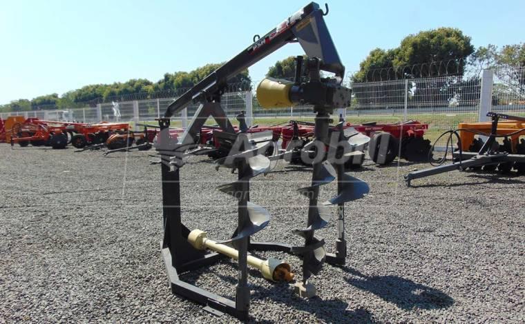 Perfurador de Solo PSH com broca de 9″ 12″ e 18″ – Baldan > Novo - Perfurador de Solo - Baldan - Agrobill - Tratores, Implementos Agrícolas, Pneus