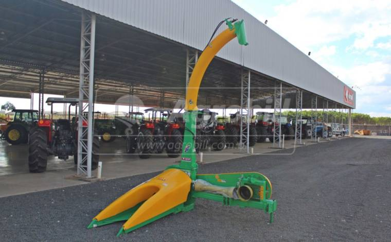 Colhedora de Forragens JF C120 S2 / Correia / Bica Hidráulica – JF > Novo - Colhedora de Forragens / Forrageira - JF - Agrobill - Tratores, Implementos Agrícolas, Pneus