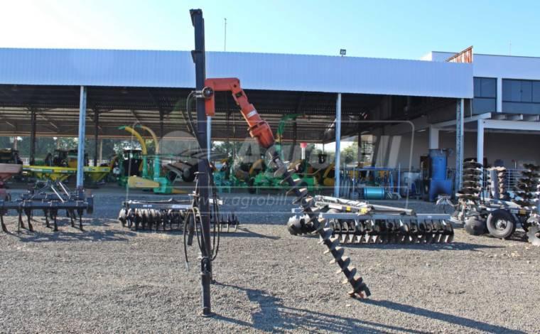 Perfuratriz Hidráulica para Tratores HT-60 / com 3 Brocas de 2 m – Bristol > Nova - Perfuratriz - Bristol - Agrobill - Tratores, Implementos Agrícolas, Pneus