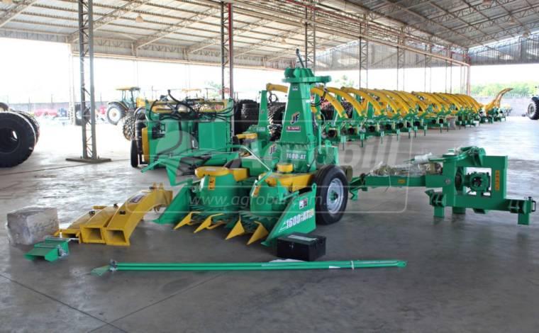Colhedora de Forragens JF 1600 AT > Nova - Forrageira - JF - Agrobill - Tratores, Implementos Agrícolas, Pneus