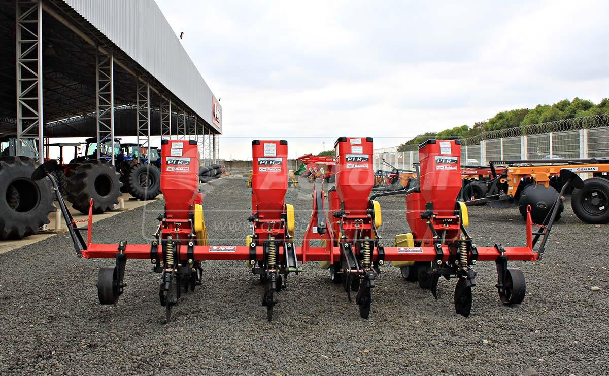 Plantadeira PLB Directa 4 x 3800 mm / 4 Linhas com Roda de Borracha e Plantio Direto – Baldan > Nova - Plantadeiras - Baldan - Agrobill - Tratores, Implementos Agrícolas, Pneus