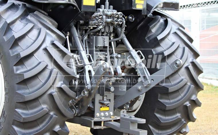 Trator Valtra BH 180 4×4 Ano 2017 HY FLOW com 1451 Horas - Tratores - Valtra - Agrobill - Tratores, Implementos Agrícolas, Pneus