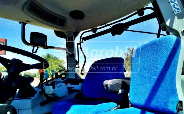 Trator New Holland T 7.245 4×4 Ano 2013 - Tratores - New Holland - Agrobill - Tratores, Implementos Agrícolas, Pneus