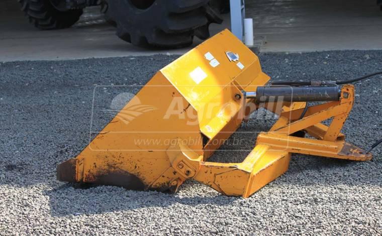 Pá Carregadeira Mecânica PAM 1700 mm – Tatu > Usada - Acessórios para Plainas Dianteiras - Tatu Marchesan - Agrobill - Tratores, Implementos Agrícolas, Pneus