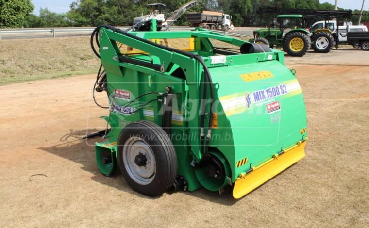 Vagão Misturador JF Mix 1500 S2 INOX / com Rodas > Novo - Vagão Misturador - JF - Agrobill - Tratores, Implementos Agrícolas, Pneus
