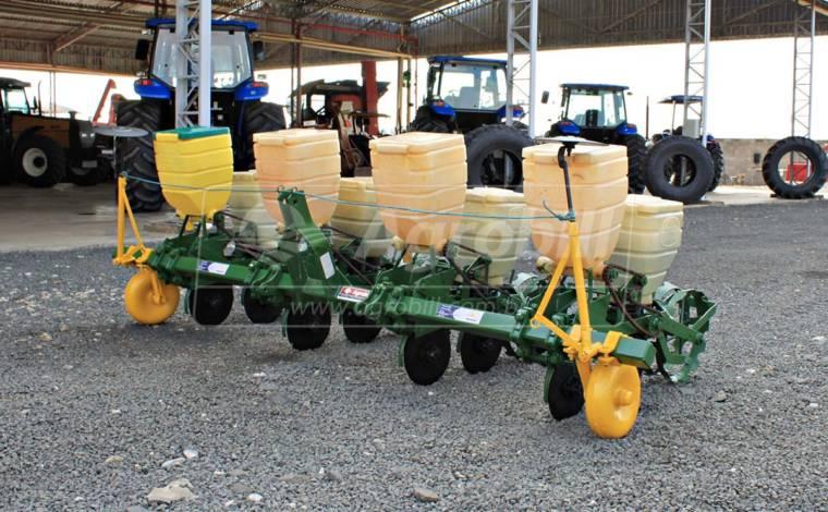 Plantadeira T²SI 4 Linhas – Tatu > Usada - Plantadeiras - Tatu Marchesan - Agrobill - Tratores, Implementos Agrícolas, Pneus