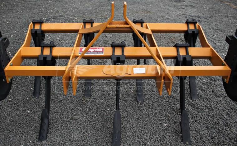 Subsolador Hidráulico 7 Hastes / Com Roda de Ferro – Tatu > Usado - Subsolador - Tatu Marchesan - Agrobill - Tratores, Implementos Agrícolas, Pneus