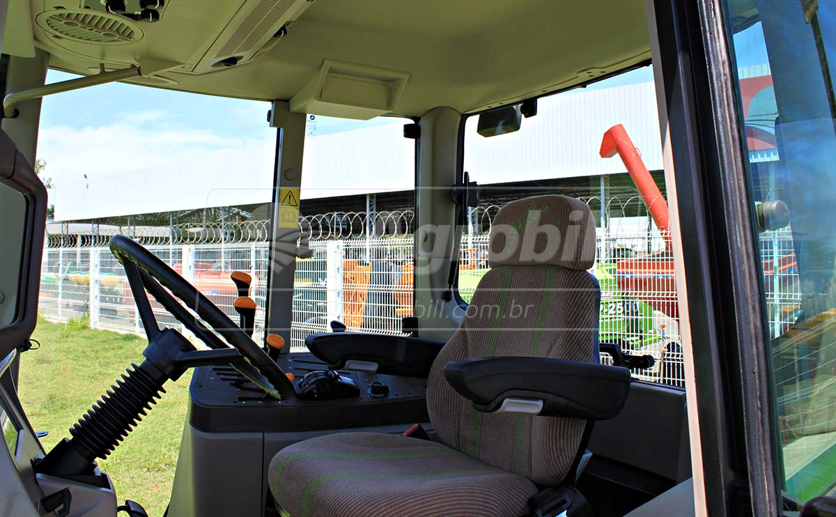 Trator John Deere 6110 J 4×4 Powerquad ano 2016 semi novo com 346 horas de uso. - Tratores - John Deere - Agrobill - Tratores, Implementos Agrícolas, Pneus