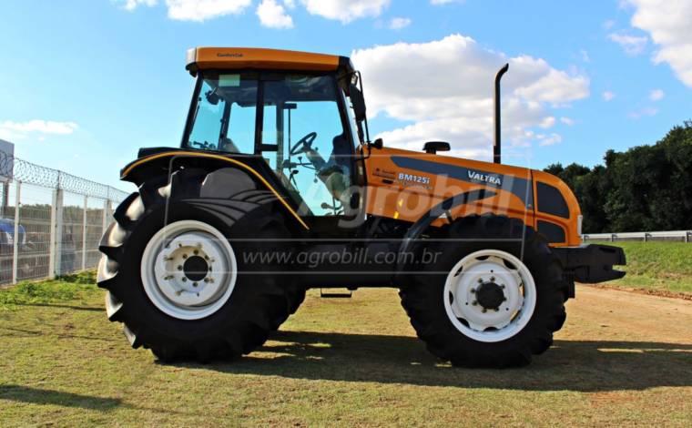 Trator Valtra BM 125 4×4 ano 2015 Cabinado Original - Tratores - Valtra - Agrobill - Tratores, Implementos Agrícolas, Pneus
